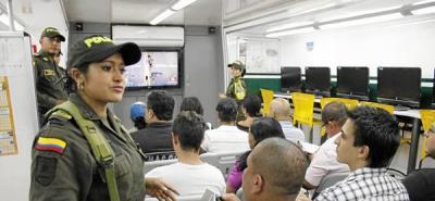 'Bus-Aula' de la Policía de Tránsito recorre la ciudad