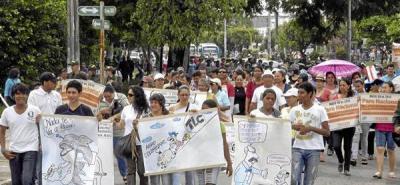 Docentes pararon y marcharon ante convocatoria nacional