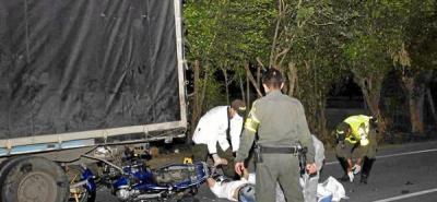 Motociclista muere tras chocar con un camión en el sector del anillo vial
