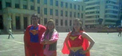 'Superhéroes' se toman Bucaramanga para incentivar la participación ciudadana