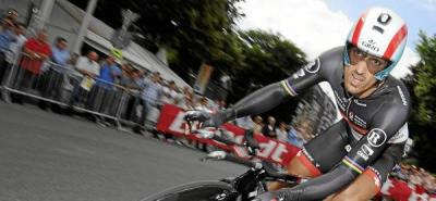 Cancellara voló en el prólogo y estrenó el 'maillot' amarillo
