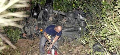 Camión que transportaba soldados se fue a un abismo
