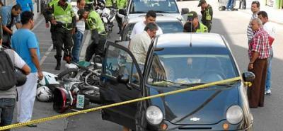 Conductor 'pirata' embistió dos motos de la Policía y estrelló a otro vehículo