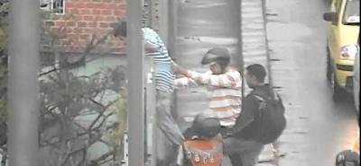 Policía y ciudadanos impidieron que un hombre se quitara la vida
