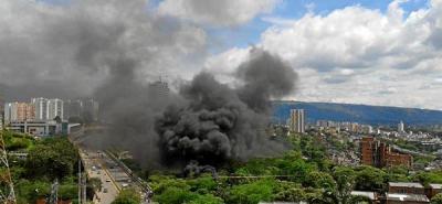 Recicladores provocaron  incendio en el viaducto de la Flora