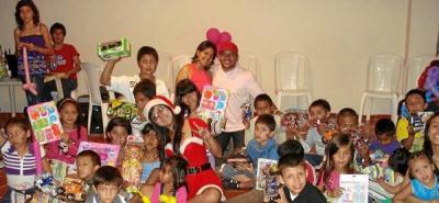 Recolectan regalos para entregar a los niños de asentamiento Convivir