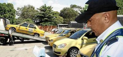 Bloque de búsqueda de 'piratas' dejó cinco taxis inmovilizados