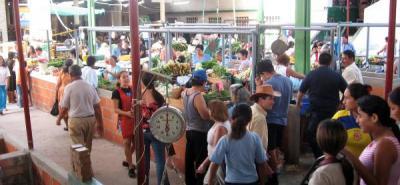 La Administración Municipal empezó a organizar el uso de los puestos de venta en las plazas de mercado, iniciando en los 468 puestos de la plaza central y 14 puestos externos.