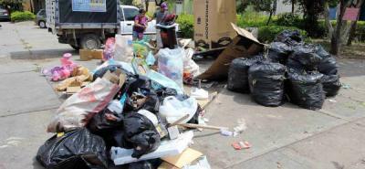 La esquina de la Diagonal 9 con Transversal 22A, en el sector de Arenales, es un verdadero foco de contaminación. Reciclaje, basura, poda y escombros, todo en un solo lugar.