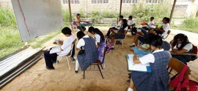Debido al aumento de estudiantes, en el colegio de Angulo se acondicionaron carpas para dictar las clases.