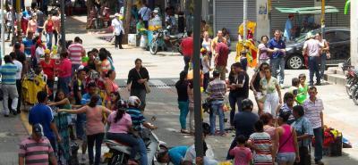 Denuncian que el Paseo del Comercio sigue invadido de informales