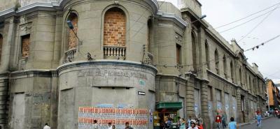 La antigua Plaza San Mateo es una de las edificaciones de Bucaramanga más representativas de la época republicana. Actualmente tiene su fachada totalmente deteriorada.