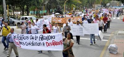 La manifestación de ayer inició en el Parque de Los Niños y recorrieron la carrera 27 hasta la calle 36 por donde descendieron hasta el Parque García Rovira.