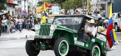 Usted podrá ver al campeón mundial de las acrobacias en jeeps, Rafael Pérez Muñoz. Él conducirá su carro, fuera y dentro de él. Casi todo el recorrido lo hará en dos ruedas y cargado con diferentes productos.