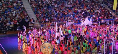 Anoche el coliseo Bicentenario 'Alejandro Galvis Ramírez' se llenó de colorido, música, teatro y acrobacias, tras una nueva presentación del espectáculo conocido como: Mi Musical.