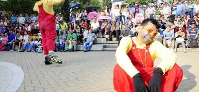 El Teatro Internacional de Calle y Circo está en plena función en el Parque Santander, durante la presente versión de la Feria Bonita. Bumangueses, visitantes y en general todas las familias santandereanas han disfrutado de la magia de la dramaturgia en vivo en este emblemático escenario.