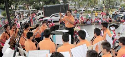 Un espectacular concierto, en plena vía, nos ofrecieron los niños y los demás jóvenes artistas de los diferentes colegios de la capital santandereana.