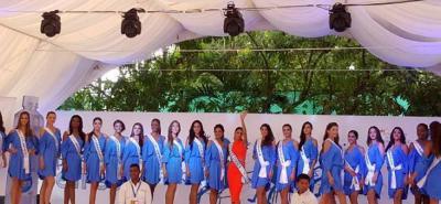 Reinas acompañaron entrega de mobiliaria escolar en un colegio de Cartagena