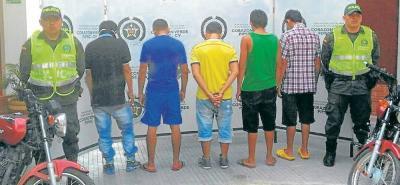 Los cinco sujetos fueron capturados minutos después de haberse perpetrado el doble homicidio en dicha localidad, al parecer por un tema pasional.