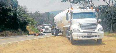 La vía estuvo cerrada por cerca de dos horas, mientras el CTI de la Fiscalía realizaba la inspección al cuerpo de Fabián Ernesto Gómez y el procedimiento de recolección de pruebas.