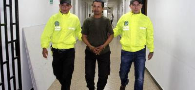 Este es el momento en el que alias 'Chucho Mico' es trasladado por la Sijín a las instalaciones de la Cárcel Modelo de Bucaramanga.