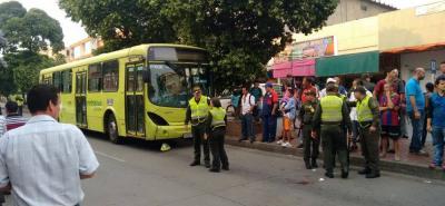 La mujer fue trasladada en una ambulancia a la clínica La Merced, donde permanece en la Unidad de Cuidados Intensivos, bajo pronóstico reservado.