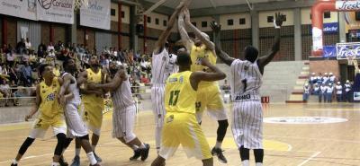 Búcaros recuperó terreno en la Liga Directv de Baloncesto, luego de superar a Piratas de Bogotá en la 'Ciudad Bonita'.