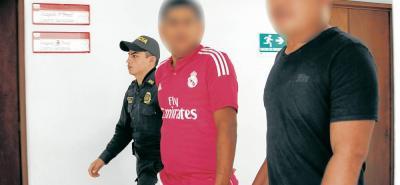 Los dos capturados deberán responder ante la Fiscalía por el delito de hurto calificado.