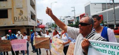 Cerca de 50 personas se agolparon a las afueras del Palacio de Justicia para exigir la liberación de Álvaro García y la persecución existente hacia otros tres líderes campesinos.