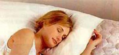 ¿Quiénes duermen más, hombres o mujeres?