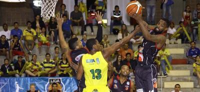 Búcaros y Halcones de Cúcuta dividieron victorias en las jornadas 19 y 20 de la Liga Directv de Baloncesto, que les permiten seguir tercero y cuarto, respectivamente.