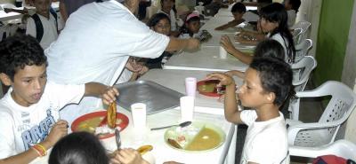 El programa de alimentación escolar para Barrancabermeja inició la primera semana de mayo luego de que se le hubiera adjudicado el contrato a la Cooperativa para el Desarrollo de las Comunidades, Coodecom, por $5.389 millones, para asegurar el servicio durante 84 días del calendario escolar.