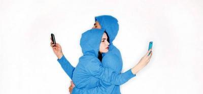 """Privacidad en pareja: """"¡No contestes mi celular!"""""""