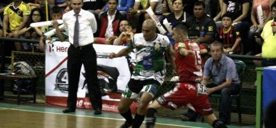 Taz Santander recibirá esta noche a Real Valledupar, con la firme consigna de lograr la victoria y asegurarse de una vez un cupo en la siguiente ronda de la VIII Copa Hero de microfútbol.