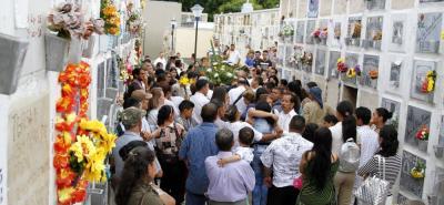 Ayer en la tarde, el celador fue sepultado en el Cementerio Central de Bucaramanga. Durante la ceremonia, se registraron dolorosas escenas.