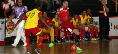 Taz Santander goleó a domicilio a su similar de Tundama FDS y dio un paso importante en su intención de avanzar a la semifinal de la Copa Hero Profesional de Microfútbol.