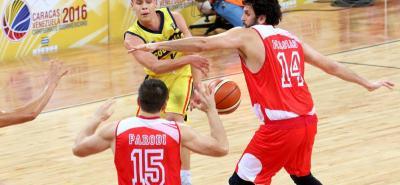 El talentoso basquetbolista santandereano Hansel Atencia fue una de las figuras de la selección Colombia de mayores, que venció ayer a Perú por 81 - 46 en la segunda fecha del Suramericano que se juega en Caracas.