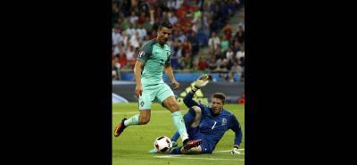 De la mano de un imperial Cristiano Ronaldo, la selección portuguesa se metió ayer en la final de la Eurocopa, tras poner punto final al sueño de Gales.