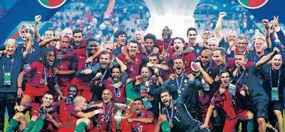 Portugal no le ganaba a Francia desde 1975 (amistoso) y jamás le había ganado en un torneo oficial, sin embargo, ayer rompió esa racha y lo hizo nada más y nada menos que en la final de la Eurocopa 2016, que se disputó en París. El duelo terminó 1-0 gracias a un tanto de Éder en la prórroga.