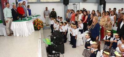 La comunidad educativa de la Sede B del colegio Camacho Carreño recibió las dos nuevas aulas para los estudiantes de preescolar.