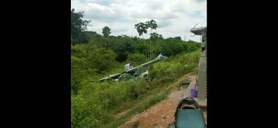 La aeronave terminó por fuera de la pista luego de, al parecer, chocar contra una garita durante el aterrizaje. Los dos ocupantes resultaron ilesos.