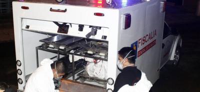 Funcionarios del Cuerpo Técnico de Investigación, CTI, de la Fiscalía, realizaron la diligencia de levantamiento del cadáver en el HUS.