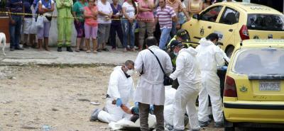 Funcionarios del Cuerpo Técnico de Investigación, CTI, de la Fiscalía, realizaron la diligencia de levantamiento del cadáver.