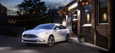 En el amplio interior del Ford Fusion se destacan el techo corredizo, el volante con comandos para los cambios y los controles de audio, los asientos en cuero (los delanteros con 10 ajustes electrónicos) y la pantalla táctil, entre otros aditamentos.