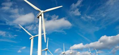 Los parques solares y eólicos han sido fuertemente subvencionados en muchos países conforme los gobiernos tratan de combatir el calentamiento global.