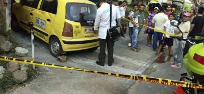 La riña se registró en inmediaciones de un taller en el barrio Santana. El lugar fue acordonado por la Policía, mientras la Sijín fijaba algunas evidencias.