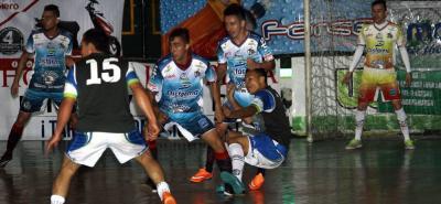 Taz Santander, vigente campeón de la Copa Hero de Microfútbol profesional, inició con pie derecho la defensa de su título, al vencer por 4-1 a Bello Independiente en Bucaramanga.