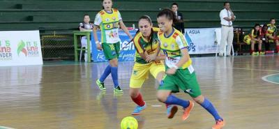 El equipo Real Bumanguesas F.S. hizo respetar el coliseo Edmundo Luna Santos de Bucaramanga y derrotó 3 - 2 a Mulatas Caribeñas en una nueva jornada de la VII Copa Femenina de Microfútbol 2016.