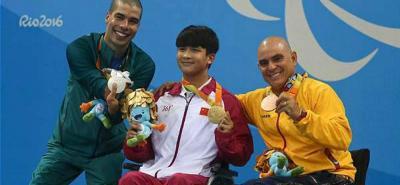 El nadador santandereano Moisés Fuentes García ganó la octava medalla para Colombia en los Juegos Paralímpicos de Río.