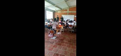 Los estudiantes del centro educativo de San Fernando en Cimitarra participaron de las actividades realizadas por la Policía Nacional en la prevención del uso y consumo de sustancias sicoactivas.